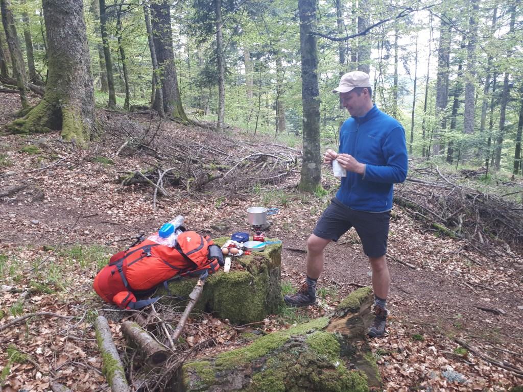 Pause repas en forêt
