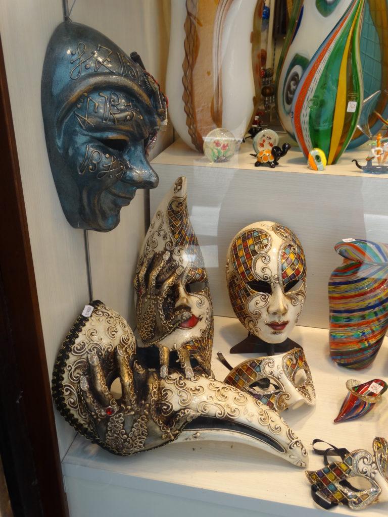 Masques divers vénitiens