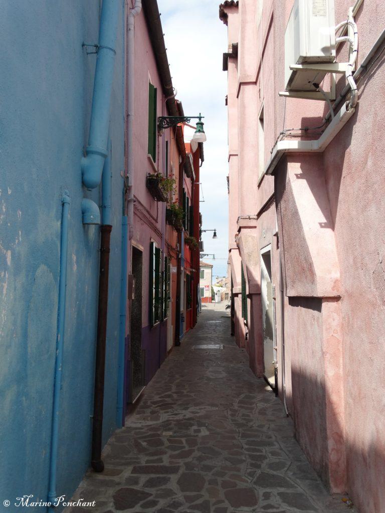 Ruelle rose et bleu pâle Burano