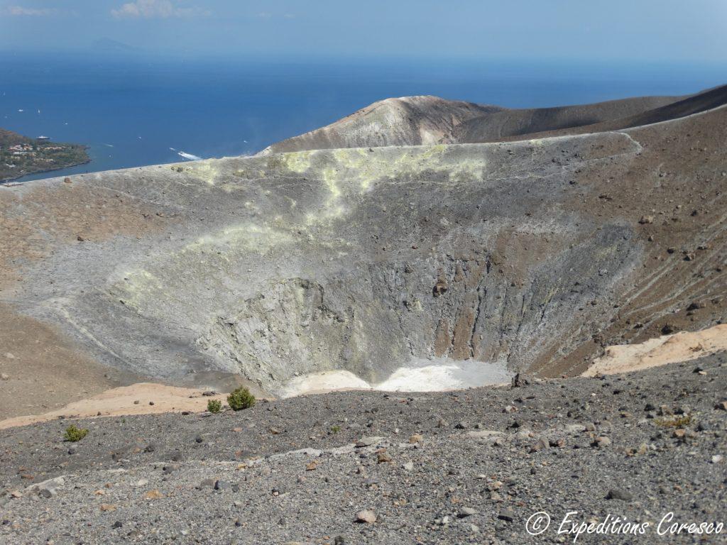 Cratère sur l'île de Vulcano