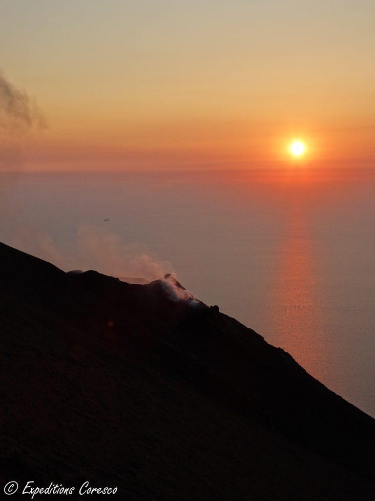 Cratère et coucher de soleil