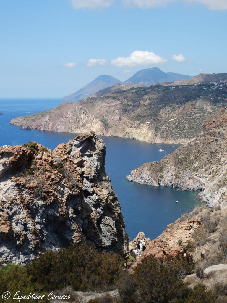 Côte aux roches volcaniques