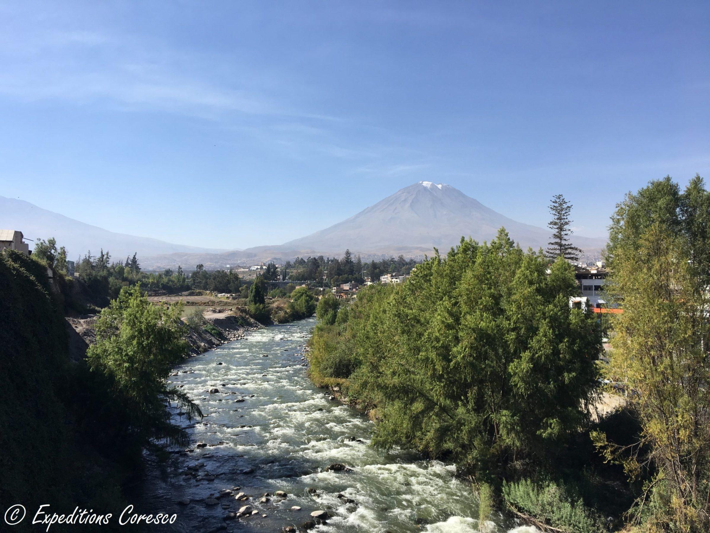 Panorama sur le volcan Misti