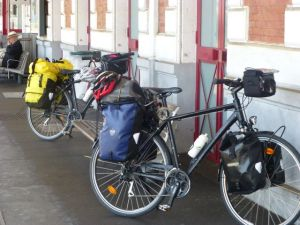 Navigating train stations with a bike+panniers