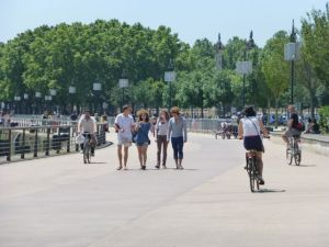 A leisurely Sunday along the river in Bordeaux
