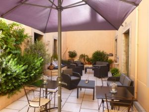 The courtyard at Maison Allene