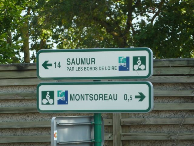 Signposting in both directions makes navigation easy, even for beginners