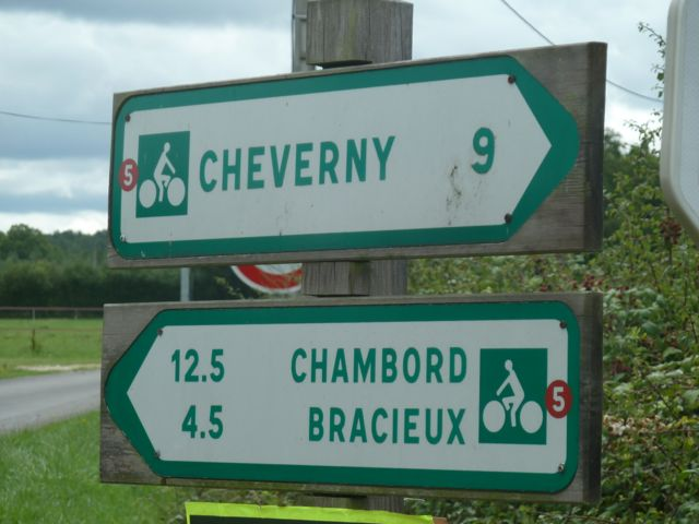 Note the red numbers on the signs. They correspond to the Chateaux a Velo itinerary number