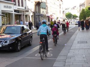 Wide cycle paths provide a safe bicycling environment