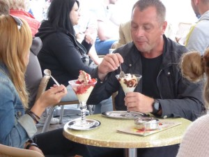You can choose a sundae for 5€