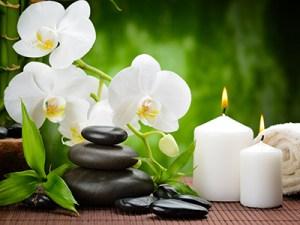 massage-hot-stones_123388285-c