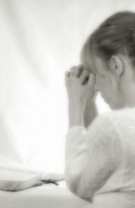 femme qui prie