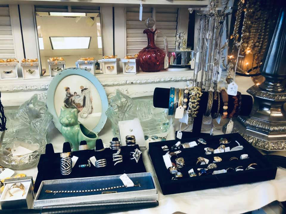 Crooked-River-Co-Op-Antiques-Jewelry