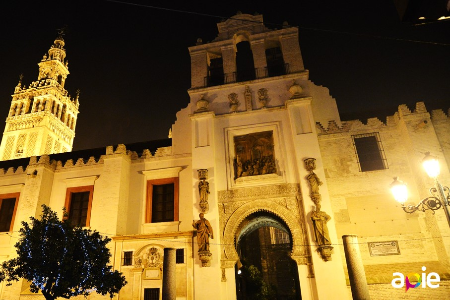 Tour through Sevilla at night