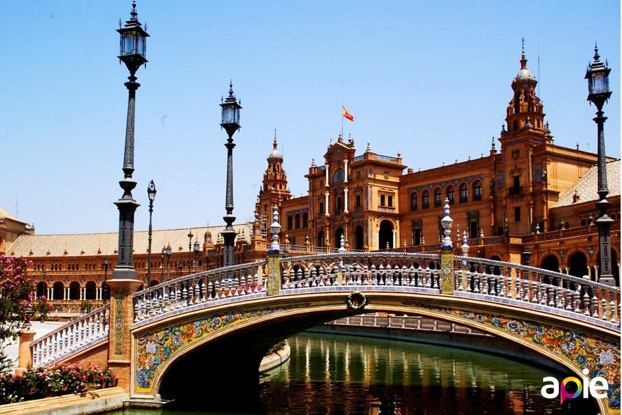 Plaza de España de Sevilla, Anibal González