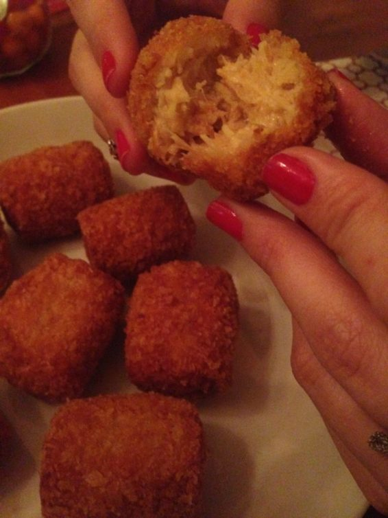 Croquete de frango - Cremoso por dentro e empanado com farinho panko. Foto: ExperiMenteSP