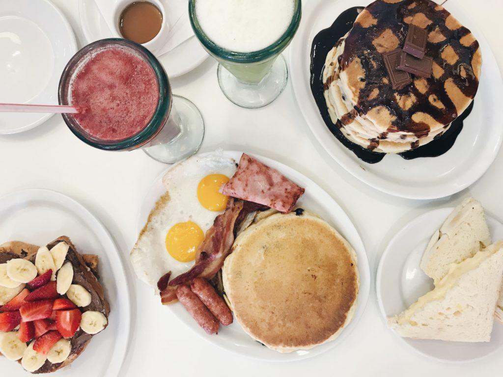 Legítimo café da manhã americano no A Chapa