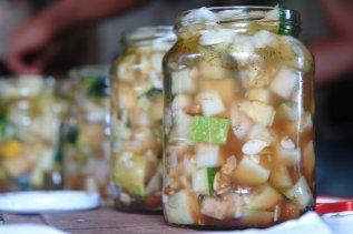 Fertige Zucchini-Matjes im Glas