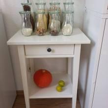 Foto von Weck-Gläsern auf einem Holztisch