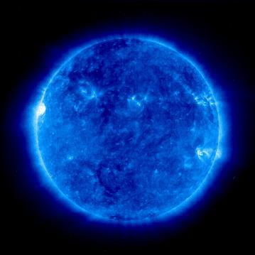 Изображение короны Солнца 27 мая 2010 года. Получено прибором SOHO/EIT.