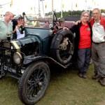 Супруги-пенсионеры проехали 80 тыс. км на машине 1915 года выпуска