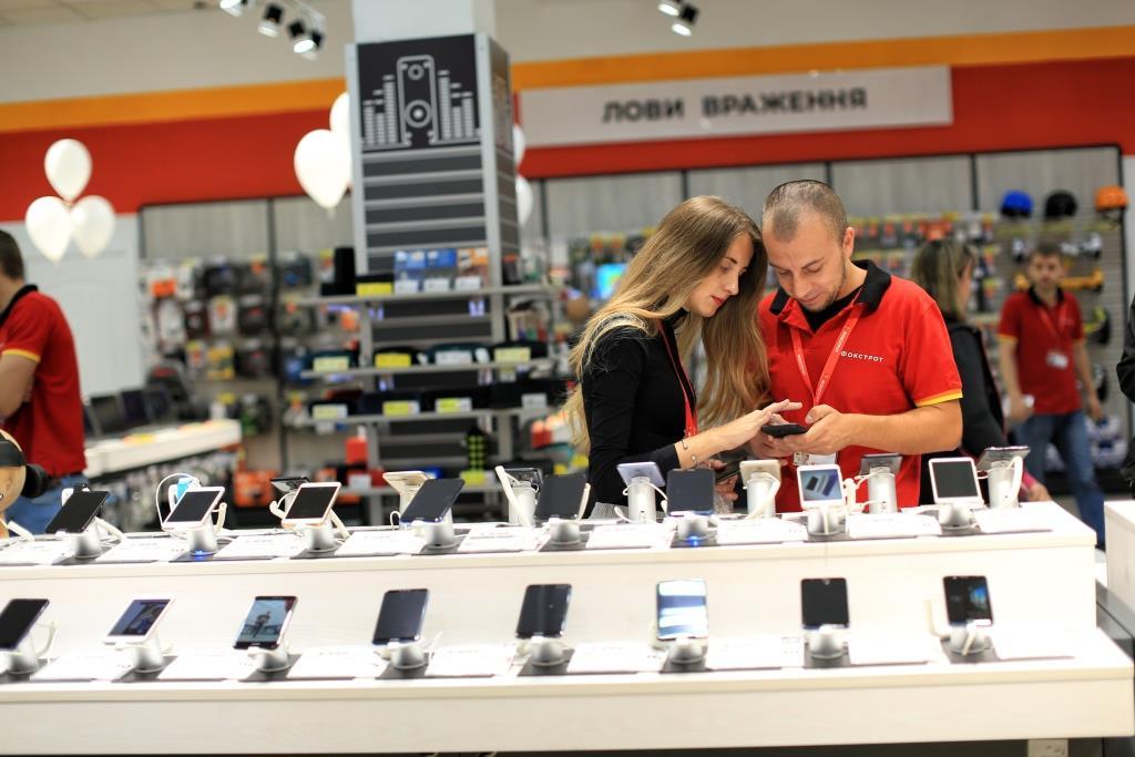 4b658559fa089 ... HONOR начинают совместные продажи смартфонов магазинов уже в нынешнем  году. Об этом рассказал Вячеслав Поврозник, исполнительный директор сети  Фокстрот.