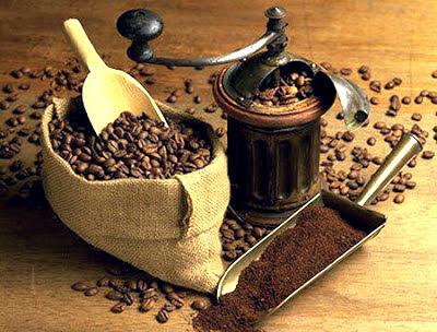 молоть кофе