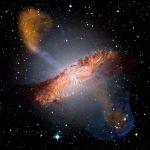 Слияние галактик приводит к искривлению магнитных полей