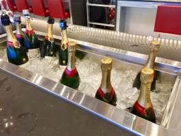 AA-Flagship-Lounge-champagne-bar-round-world-trip