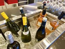 AA-Flagship-Lounge-white-wine-bar-round-world-trip