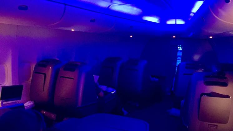 Qantas-mood-lighting-upper-deck-round-world-trip