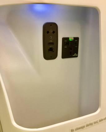 Finnair-330-JFK-HEL-power-USB-storage-round-world-trip