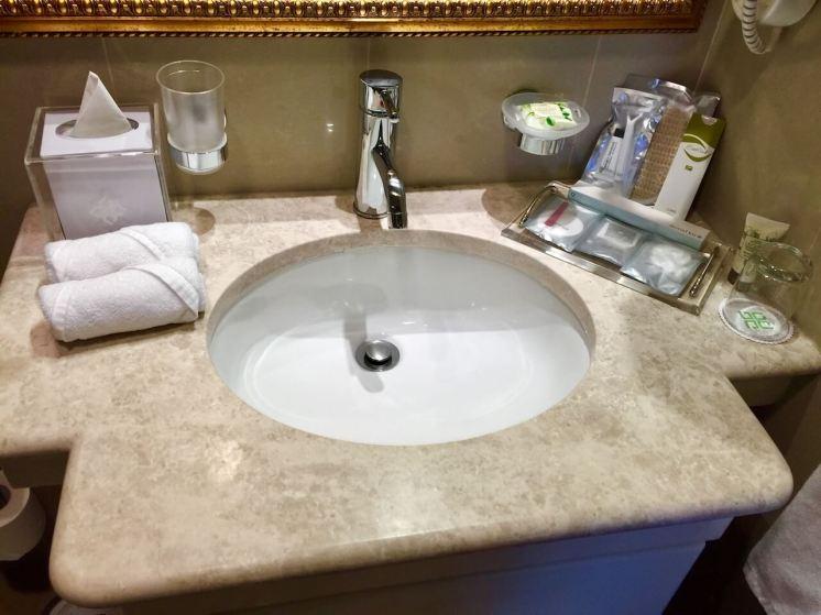 29Gloria-Hotel-Dubai-apartment-bathroom