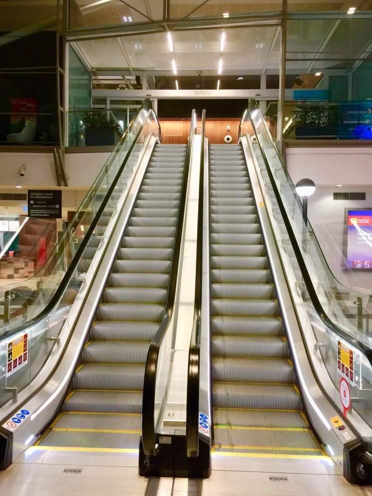 Escalator-Air-New-Zealand-lounge-entry
