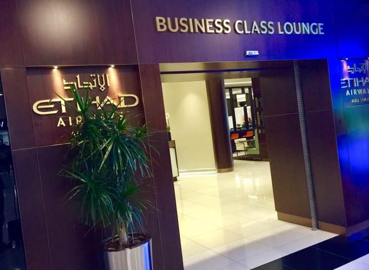 Etihad-business-class-lounge-Abu-Dhabi-entrance