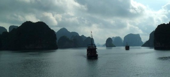 Halong Bay, Vietnam (Photo: Jan Haenraets, 2011).