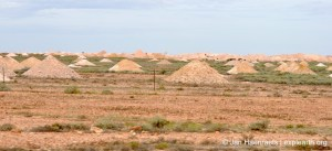 The mining landscape around Coober Pedy (Photo: Jan Haenraets, 2012).