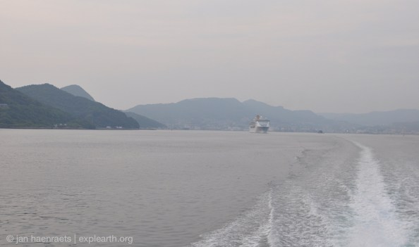 The high speed ferry from Sasebo, passing Sasabo Bay (Photo: Jan Haenraets, 2017)