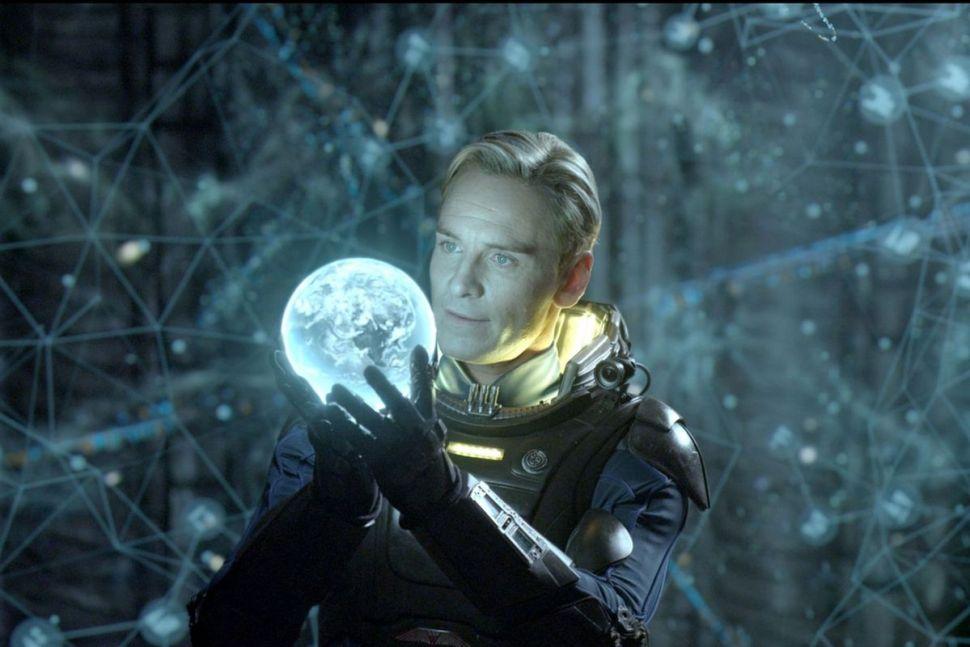 Michael-Fassbender-as-David-in-Prometheus.0