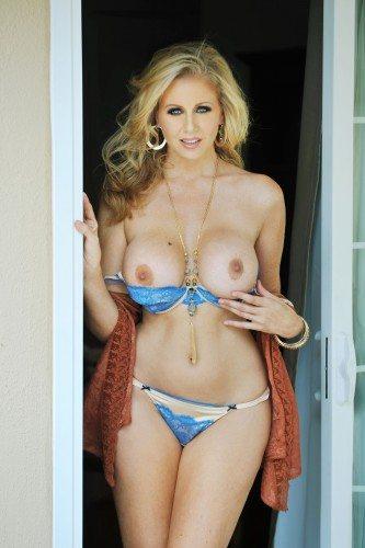 julia-ann-topless-portrait