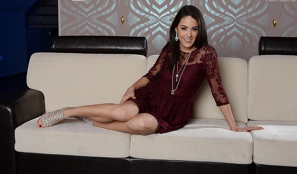 Explicit Rising Star Showcase Carolina Abril