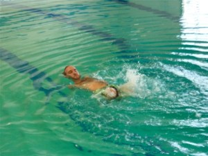 Nick Vujicic swimming