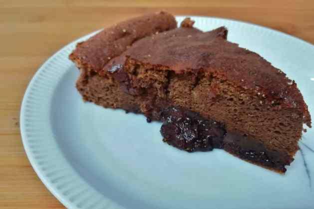 Fatia de bolo de mousse de chocolate