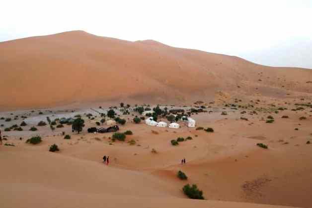 Acampamento berbere nas dunas de Erg Chebbi