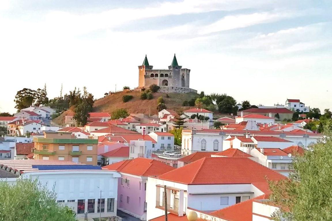 Vista para o Castelo de Porto de Mós a partir da Ermida de Santo António