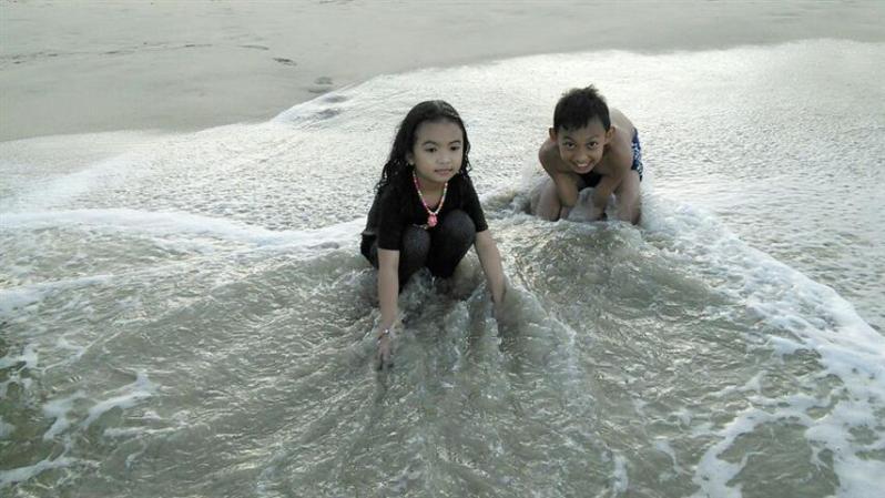 seronok di pantai batu buruk