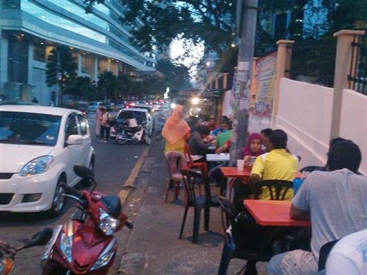 foto meja makan gerai
