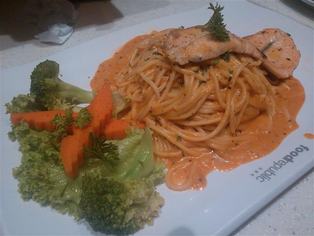 Spaghetti skillet salmon