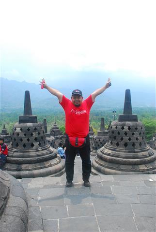 di tingkat teratas Chandi Borobudur