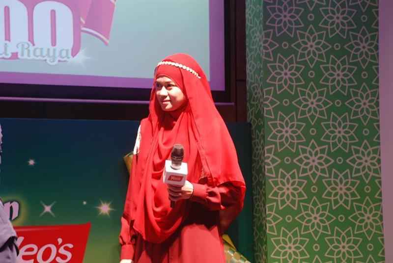 Heliza Helmi mewakili Yeo's Soya. Sudah pasti aku bersama team Heliza. Hehehe
